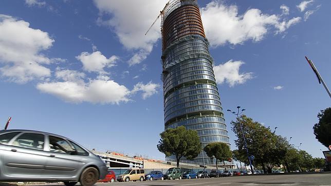 El tráfico podría sufrir importantes retenciones por el impacto de la Torre Pelli