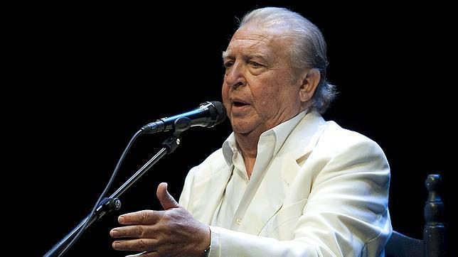 El Lebrijano, durante una actuación en la Bienal de Flamenco (2010)
