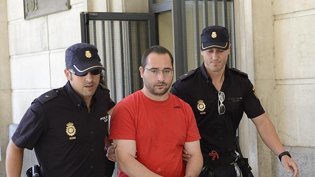 Luis Miguel Briz, el parricida de Dos Hermanas, tras ser enviado al módulo psiquiátrico
