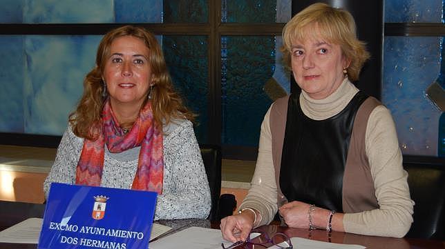 La delegada Rosario Sánchez y la directora de la Biblioteca, Mª Carmen Gómez