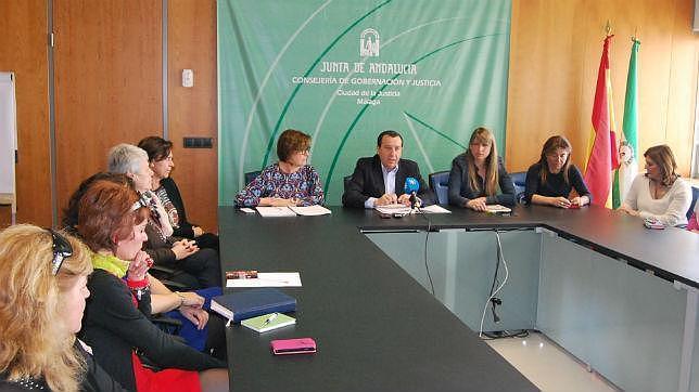 Reunión de los dirigentes de la Junta con los servicios de atención a las maltratadas