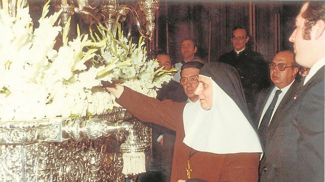 Madre María de la Purísima en el traslado de los restos de Santa Ángela en 1982