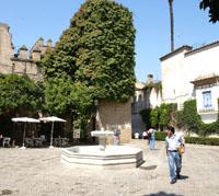 La plaza de la Alianza podría pasar a denominarse «Indalecio Prieto»