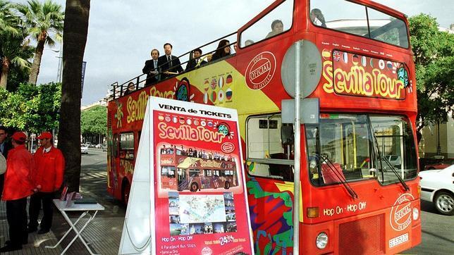 El bus turístico amplía recorrido por Macarena, Casco Histórico y Triana