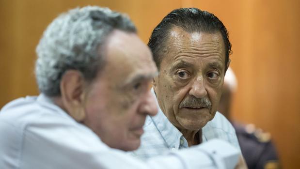 El ex secretario municipal del Ayuntamiento de Marbella, Leopoldo Barrantes y el exalcalde marbellí, Julián Muñoz