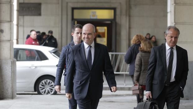 El expresidente de Andalucía Manuel Chaves llegando a los juzgados