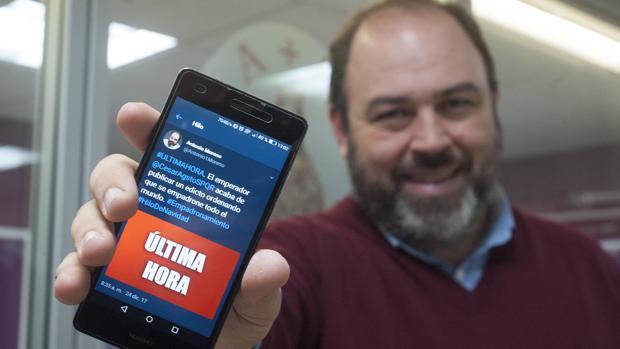 Antonio Moreno con el primer mensaje de Twitter con que ha contado el misterio navideño