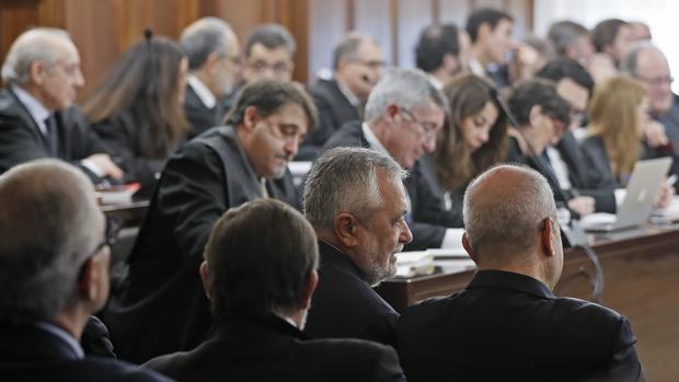 Abogados de la defensa en el juicio de la pieza política de los ERE