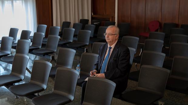 El exconsejero de Empleo Antonio Fernández, sentado este miércoles en la sala de la Audiencia