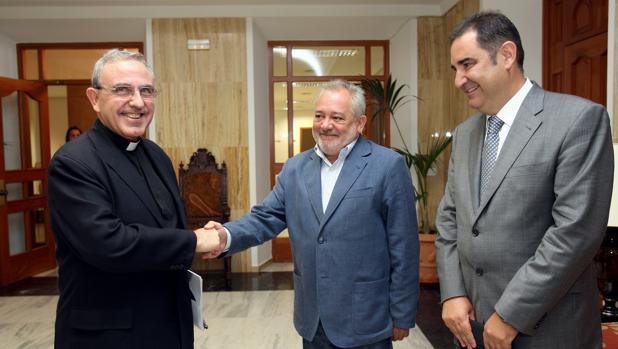 Última firma del convenio entre el Cabildo y el Ayuntamiento de Córdoba en agosto de 2010