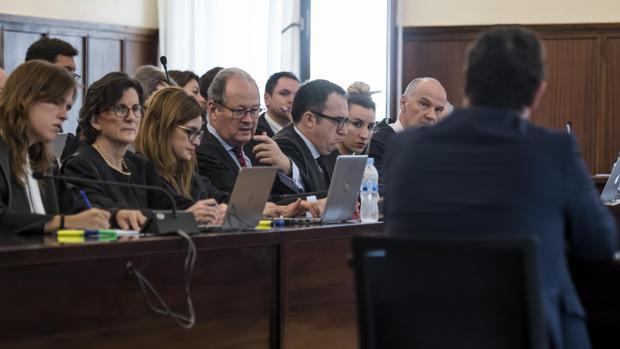 Bancada de los letrados de las defensas en el juicio del caso ERE