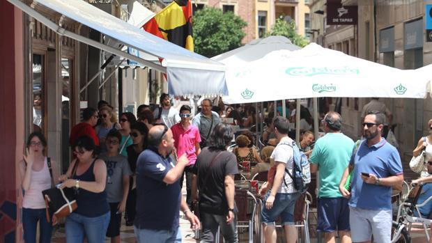 Toldos, veladores y sombrillas en la calle La Plata de Córdoba
