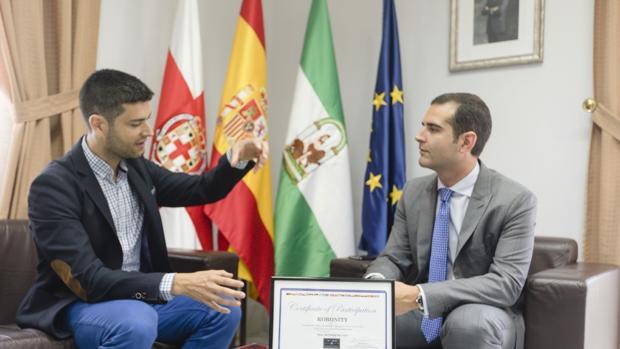 El ingeniero Ramón González mantuvo un encuentro con el alcalde de Almería, Ramón Fernández-Pacheco