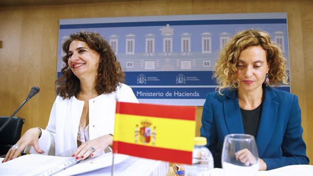 Las ministras de Hacienda, María Jesús Montero, y Administraciones Públicas, Merixel Batet