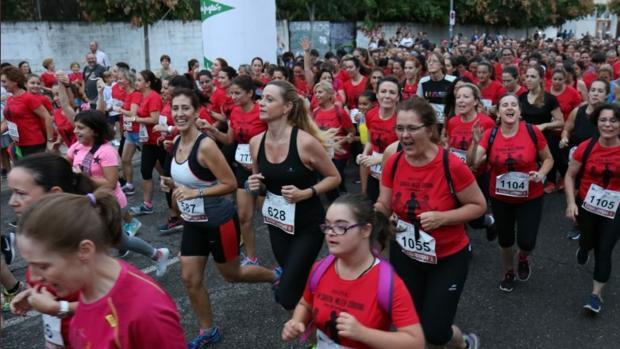 Salida de la edición de 2018 de la Carrera de la Mujer en Córdoba