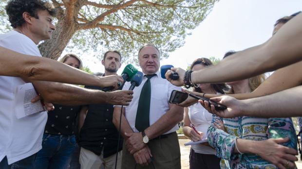 El eurodiputado eslovaco Pal Csáky (PPE) atiende a los medios