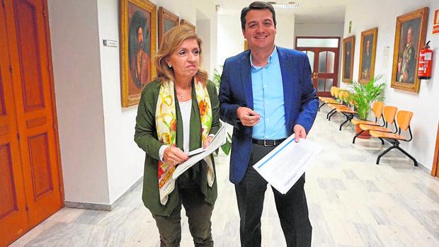 María Jesús Botella y José María Bellido en el Ayuntamiento de Córdoba