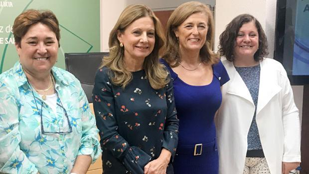 Responsables del SAS y la Consejería de Salud, como la directora general de Profesionales del SAS, Celia Gómez (derecha), tuvieron conococimiento de los hechos hace años