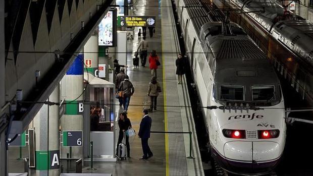 Un tren AVE, en la estación