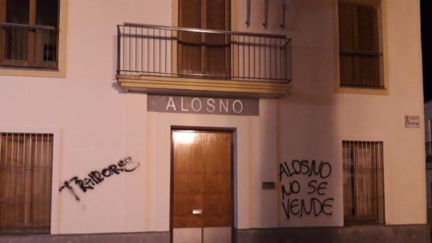 Pintadas contra la segregación de Tharsis en el Ayuntamiento de Alosno