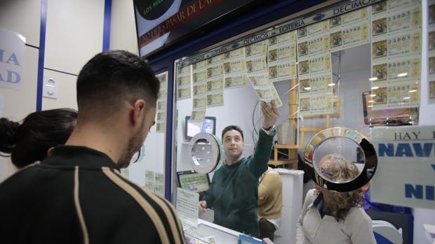 Interior de una administración de lotería andaluza