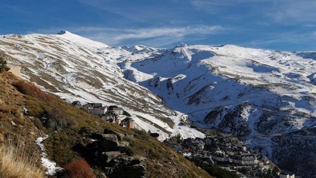 La Junta de Andalucía ha despertado el interés por el teleférico de Granada a Sierra Nevada