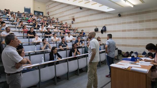 Opositores en una prueba para profesor de Secundaria en Córdoba