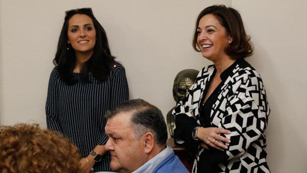Carmen González e Isabel Ambrosio, en el último comité provincial del PSOE