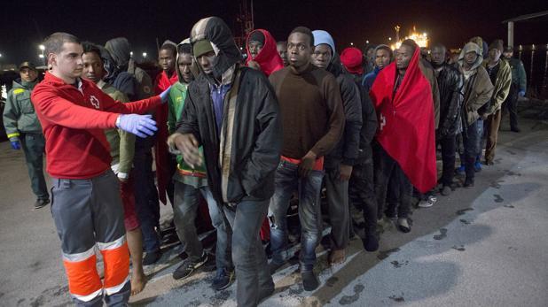 Inmigrantes, llegan al a costa andaluza tras ser rescatados por Salvamento Marítimo