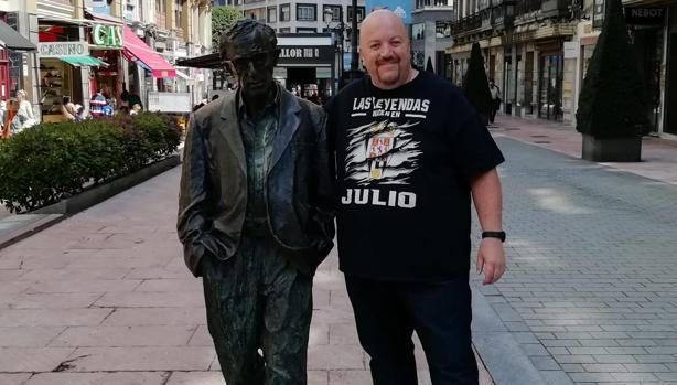 Javier Jiménez, junto a Woody Allen