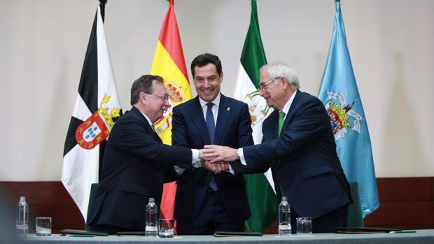 Juan Jesús Vivas, Juanma Moreno y Juan José Imbroda ayer en San Telmo