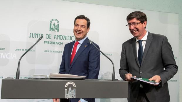 Juanma Moreno junto a Juan Marín en su comparecencia en San Telmo