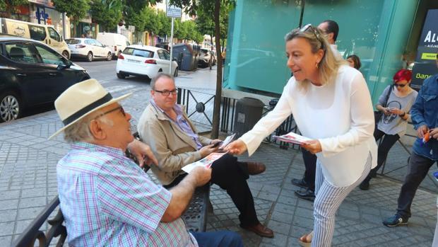 Isabel Albás durante su visita a Ciudad Jardín