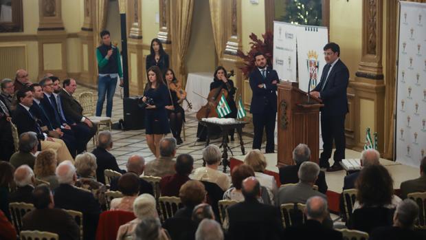 El presidente del Córdoba CF habla en un acto con los abonados más antiguos