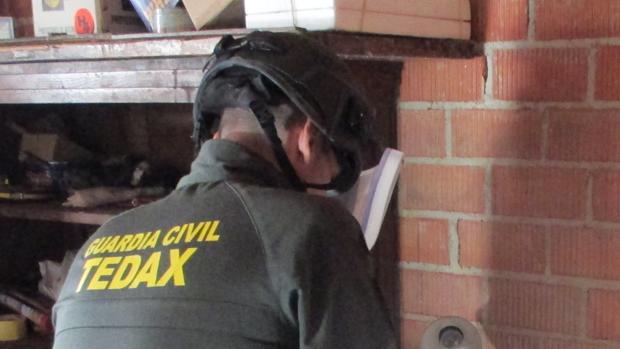Epecialistas de la Guardia Civil han desactivado los explosivos