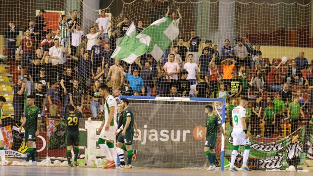Los aficionados del Córdoba Futsal, en el partido del play off ante el Betis