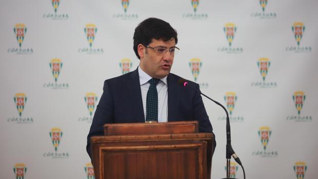 El presidente del Córdoba CF, Jesús León, durante una comparecencia