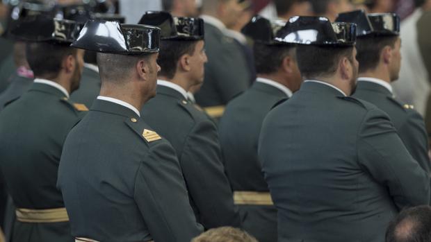 Un grupo de agentes de la Guardia Civil