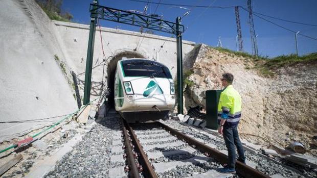 El túnel de San Francisco, en Loja, obligará al AVE a reducir su marcha a 30 km/h.