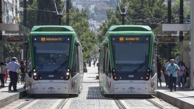 El metro de Granada saldrá en ambos sentidos a las 6:30 horas sábados y domingos.