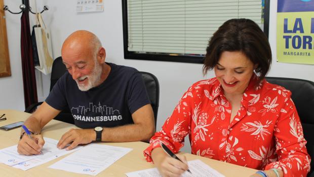 De Miguel (Cs) y Del Cid (PP) firman el acuerdo que podría llevar al PP a Gobernar en Torremolinos