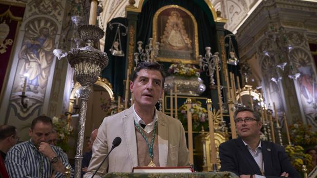 Santiago Padilla se dirige a los hermanos presentes en la Parroquia de la Asunción de Almonte