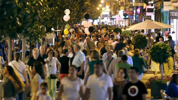 Calles del centro de Córdoba llenas de gente en la pasada edición de la «Shopping Night»