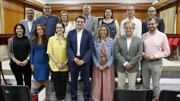 Foto de familia, ayer de los miembros del cogobierno PP-Cs