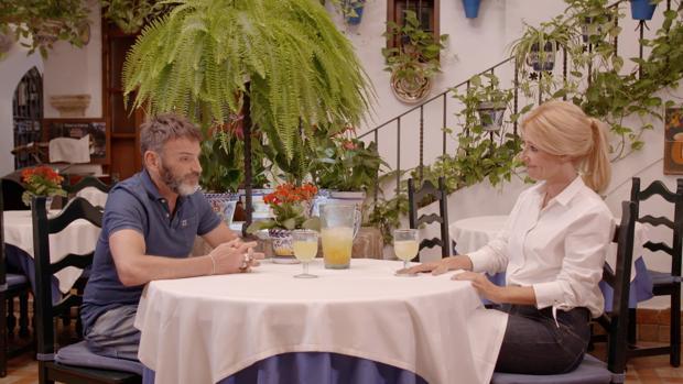 Tejero con Cayetana Guillén Cuervo en el restaurante Puerta Sevilla