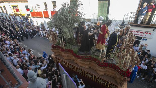 El paso de misterio del Prendimiento avanza el pasado Martes Santo por la calle María Auxiliadora