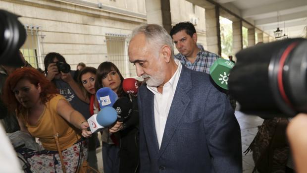 Fernando Villén, exdirector general de la Fundación Faffe, saliendo de los juzgados el 11 de octubre de 2018
