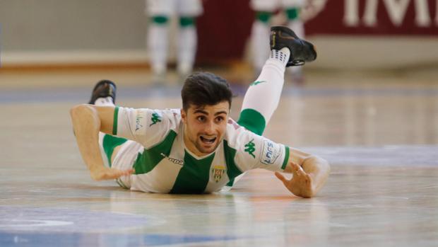 El joven jugador del Córdoba Futsal César