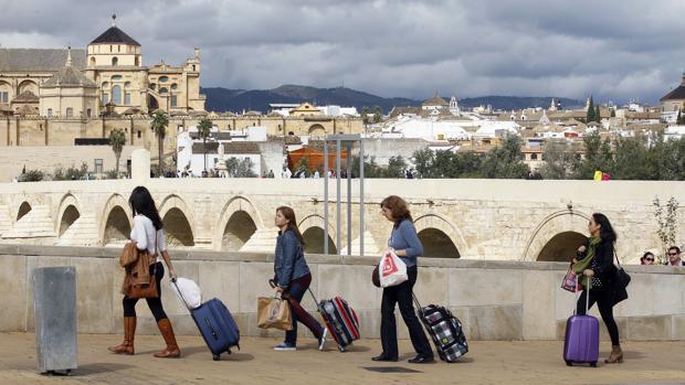Turistas frente a la Mezquita-Catedral de Córdoba