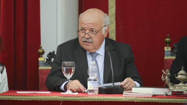 El consejero de Salud, Jesús Aguirre